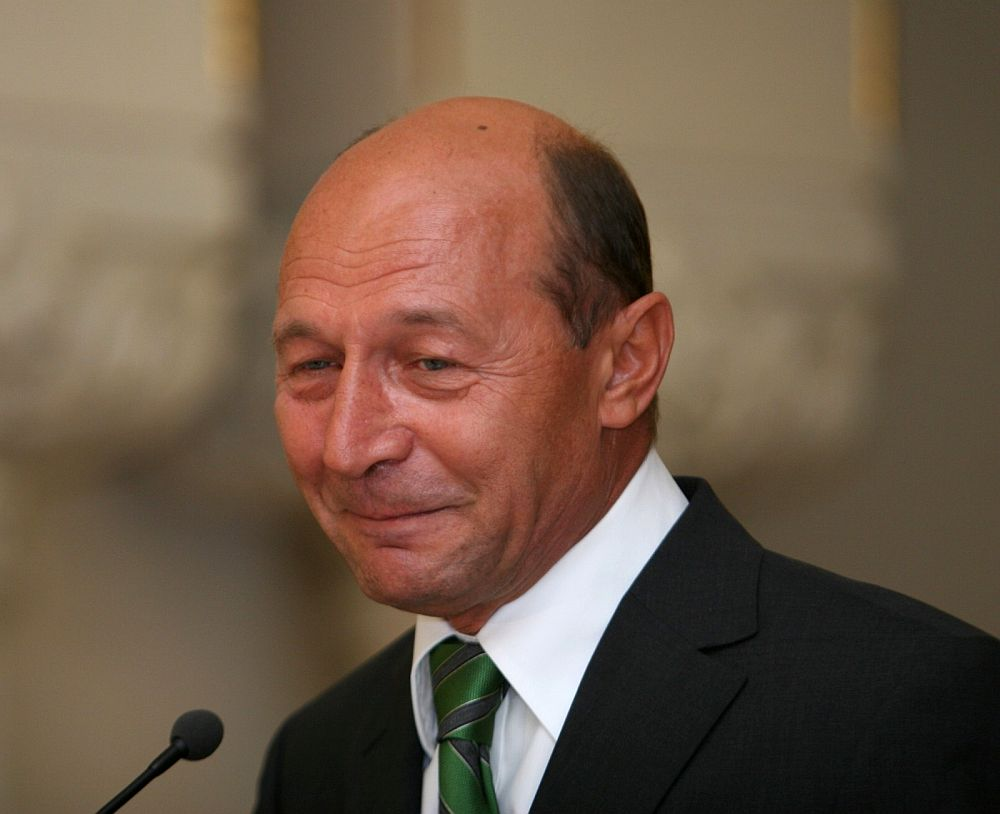 """Dupa ce ani de zile a fost facut albie de porci, Traian Basescu sare acum in apararea Antena 3! """"A fost un abuz DNA cazul sediului!"""""""