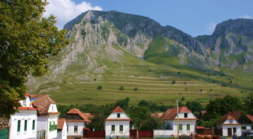 Ai auzit de el? In poate cel mai frumos sat din Transilvania soarele rasare de doua ori!
