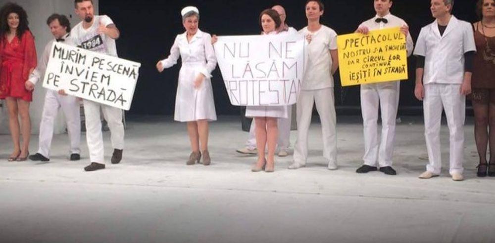 """Reactie FENOMENALA a actorilor Teatrului National din Cluj: In loc de aplauze PROTESTE! """"Murim pe scena, invingem in strada!"""""""