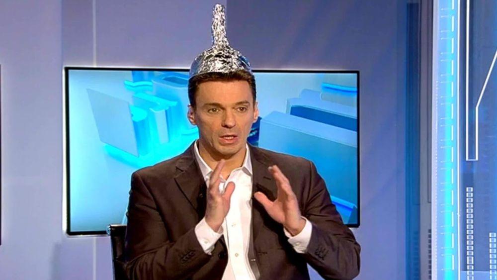 Mircea Badea si-a pierdut cumpatul, in direct la TV! Injurii fara precedent la adresa romanilor care au protestat in strada dupa OUG 13!