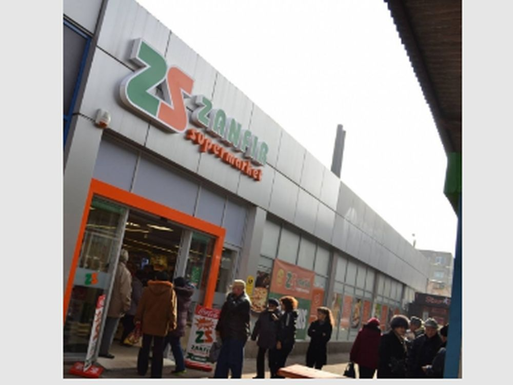 Singurul lant de supermarketuri 100% romanesti care a BATUT Carrefour!