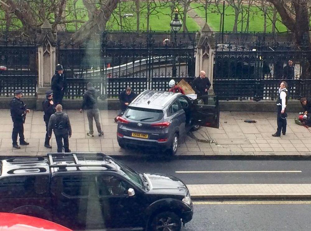 Atac TERORIST in centrul Londrei! Cel putin 12 raniti si un mort, atacatorul a fost IMPUSCAT!