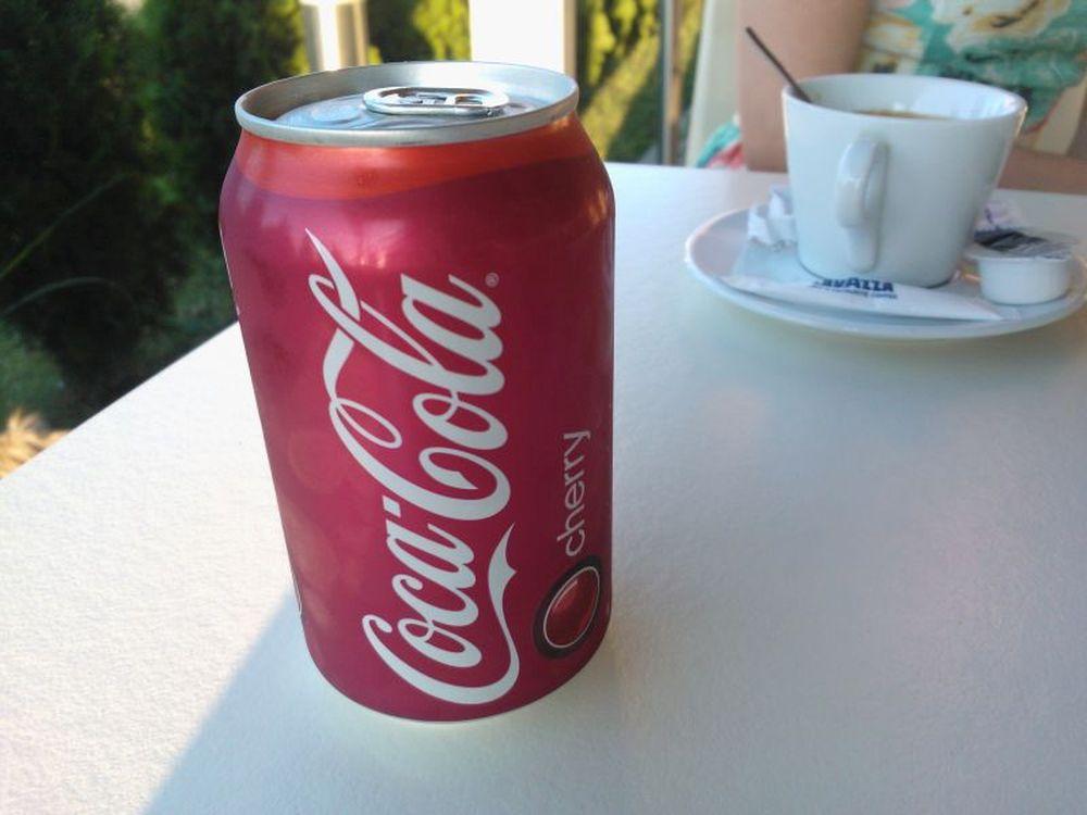 Doze de Coca Cola descoperite cu FECALE UMANE in ele!