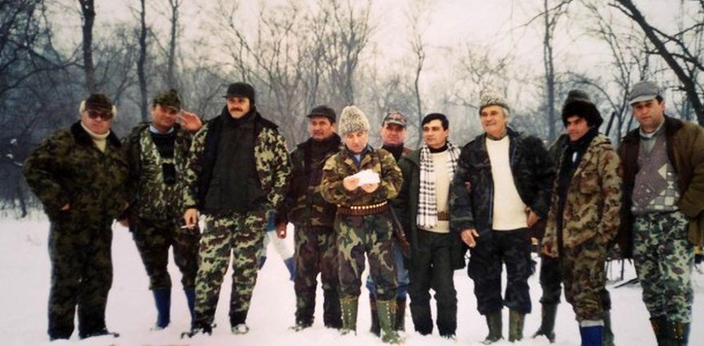 Fiul lui Dragnea proprietar pe 260 de hectare de padure in Teleorman! Preot: Liviu Dragnea face vanatori cu VIP-uri si OMORA ANIMALE chiar pe streasina bisericii!