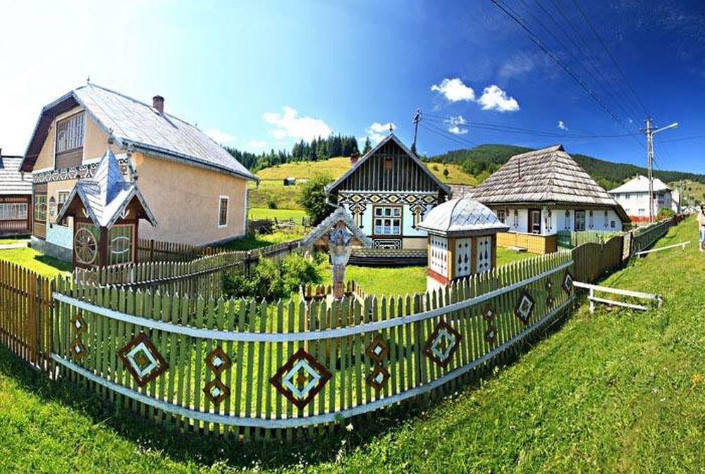 GALERIE FOTO – Cum arata CEL MAI FRUMOS sat din Romania in care sa-ti petreci Pastile! Pana si casele sunt INCONDEIATE!