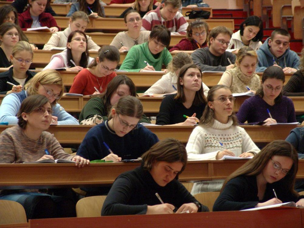 Guvernul creste bursele studentilor la aproape 600 de lei! Le taie pofta de proteste pe viitor?