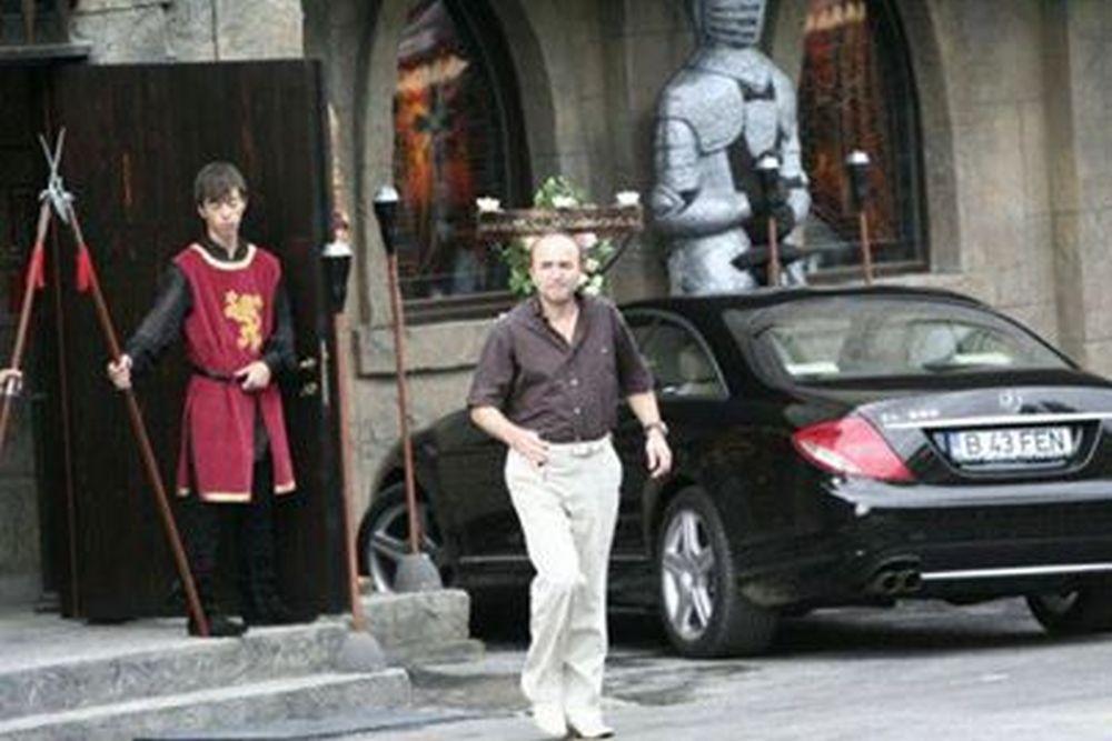 Ministrul Justitiei, Tudorel Toader, cu Mercedesul lui Relu Fenechiu, aflat in PUSCARIE!