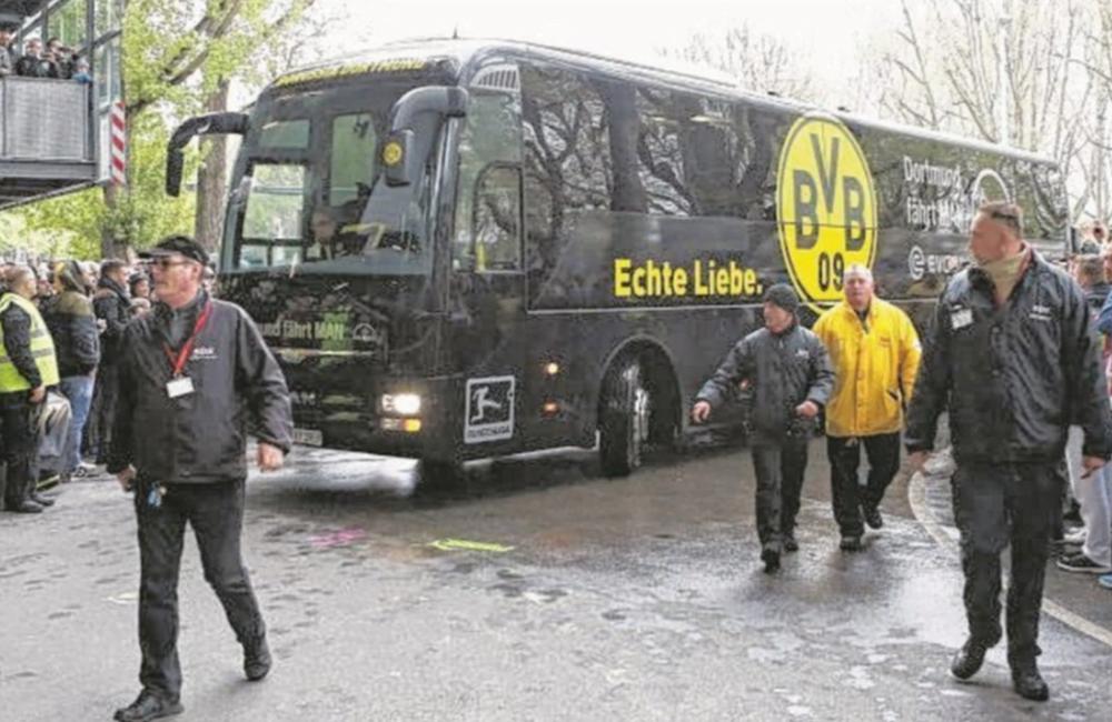 ATENTAT in Germania, langa autocarul echipei Borussia Dortmund! Un fotbalist a ajuns DE URGENTA la spital!