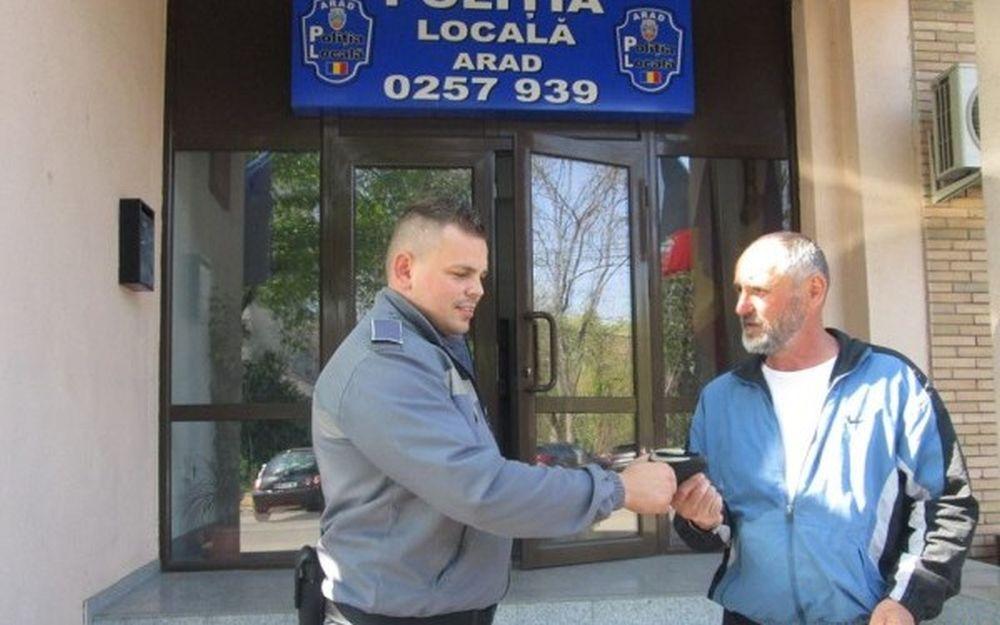 Un barbat de etnie roma a gasit pe strada un portofel cu 1300 de euro! Nu o sa iti vina sa crezi ce a facut cu el!