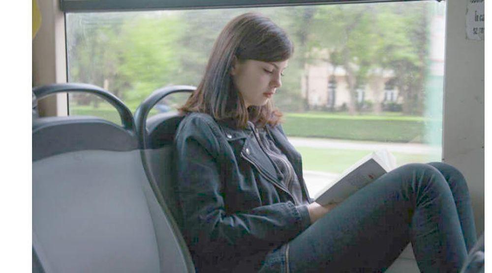 Singurul oras din Romania unde mergi gratis cu autobuzul daca citesti o carte!