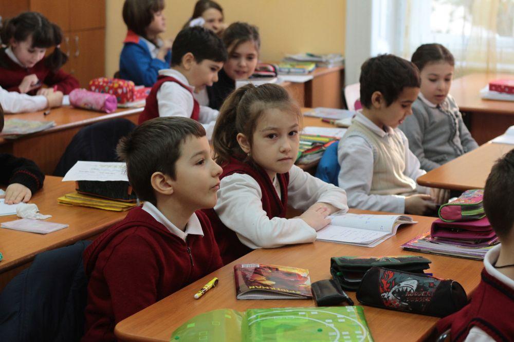 Psiholog: Romanii confunda scoala cu EDUCATIA! Din acest motiv multora le e greu sa gandeasca singuri!