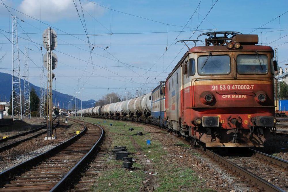Distrug tara pentru a se imbogati! Toata conducerea CFR Marfa la DIICOT: Vindeau vagoane de tren la pret de fier vechi!