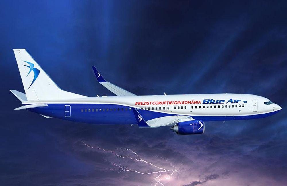 Compania Blue Air, mesaj pe avion: Rezist CORUPTIEI din Romania!