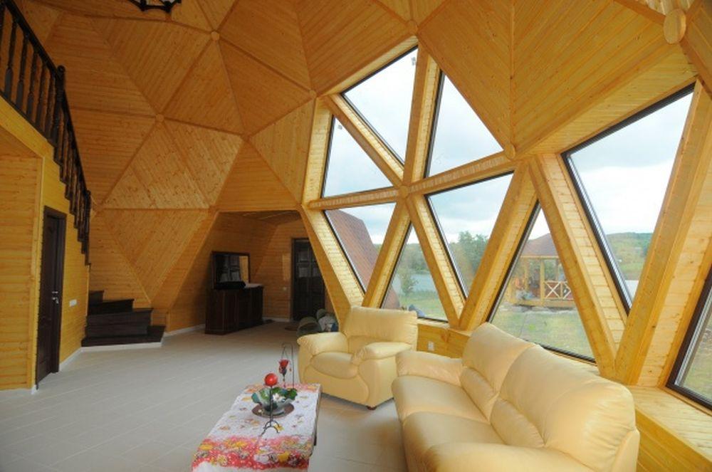 FOTO – Casa din Prahova care atrage toate privirile! Are forma unui dom geodezic, e gata in 2 luni si ofera economii foarte mari!