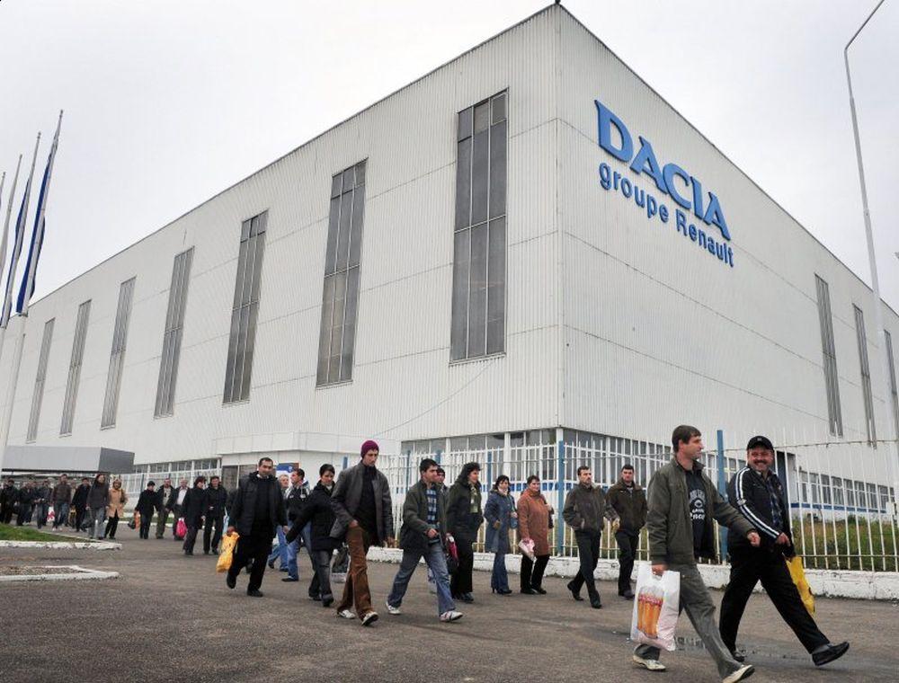 ATAC MASIV la uzina Dacia din Mioveni. Mii de muncitori trimişi acasă DE URGENŢĂ. Se aşteaptă o poziţie oficială!