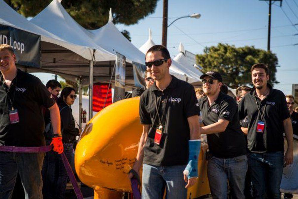 Un student din Cluj a fost premiat in SUA de fondatorul Tesla, Elon Musk: Inventia lui reprezinta MASINA VIITORULUI!