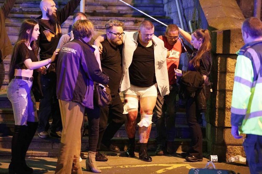 VIDEO – Atac terorist pe arena din Manchester, soldat cu 19 morti si zeci de raniti! Majoritatea sunt copii si adolescenti!