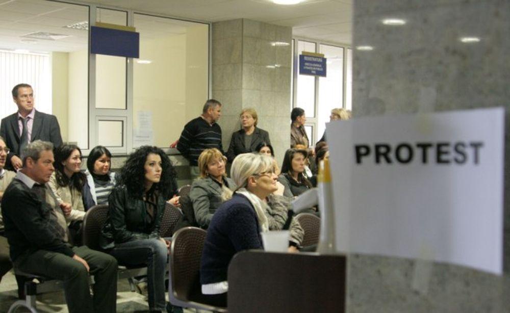Protest spontan! Angajatii din Finante si vamesii au oprit activitatea nemultumiti de salarii!