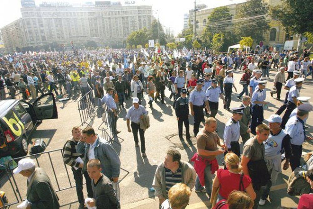 Protest GIGANT: Peste 120.000 de bugetari ies astazi in strada IMPOTRIVA Olgutei Vasilescu si a lui Dragnea!