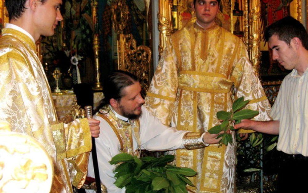Obiceiul UNIC in Romania pastrat cu sfintenie de Rusalii!