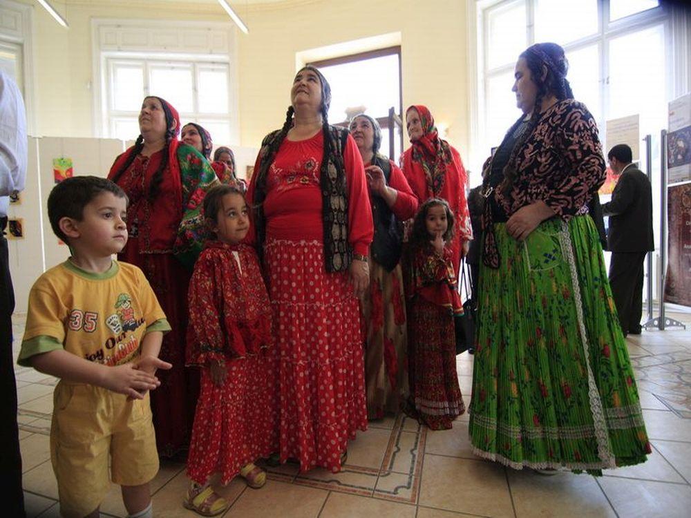 Ce mexicani, americanii au acum o problema cu romii?! Tot mai multi romi fug in SUA si spun ca sunt persecutati in Romania si Europa!