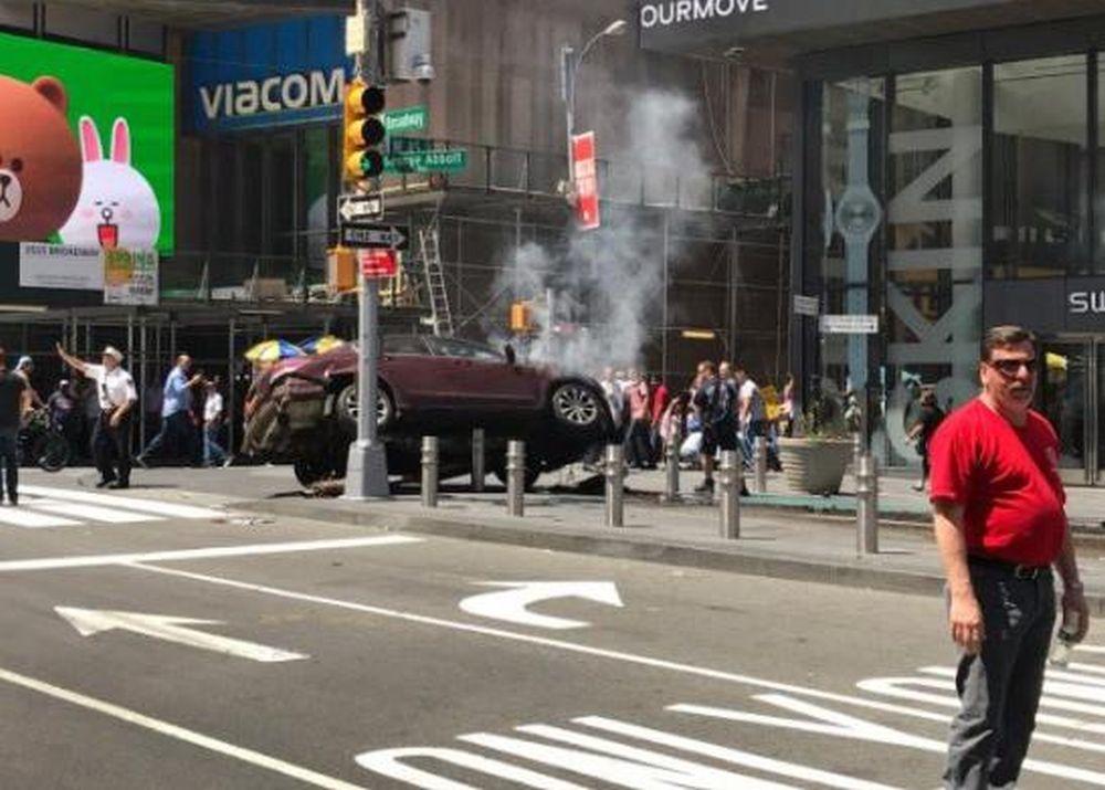 VIDEO – Atentat in SUA! O masina a intrat in multime, in New York, ucigand si ranind zeci de oameni!