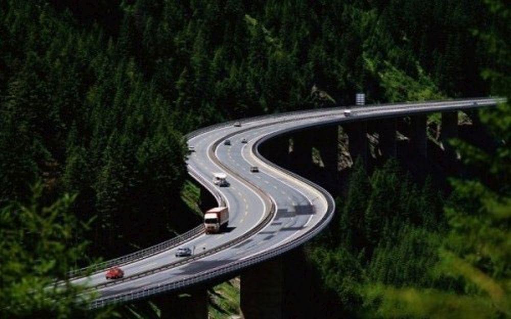 La inceputul anului guvernul promitea sute de km de autostrazi, acum nu mai inaugureaza nici macar un kilometru!