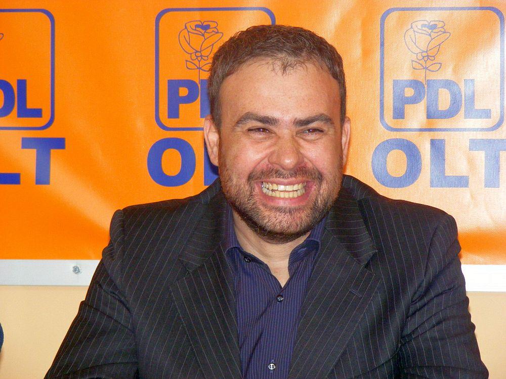 Uite cine evalueaza Guvernul Romaniei: este judecat in doua dosare de CORUPTIE si anchetat in al treilea!