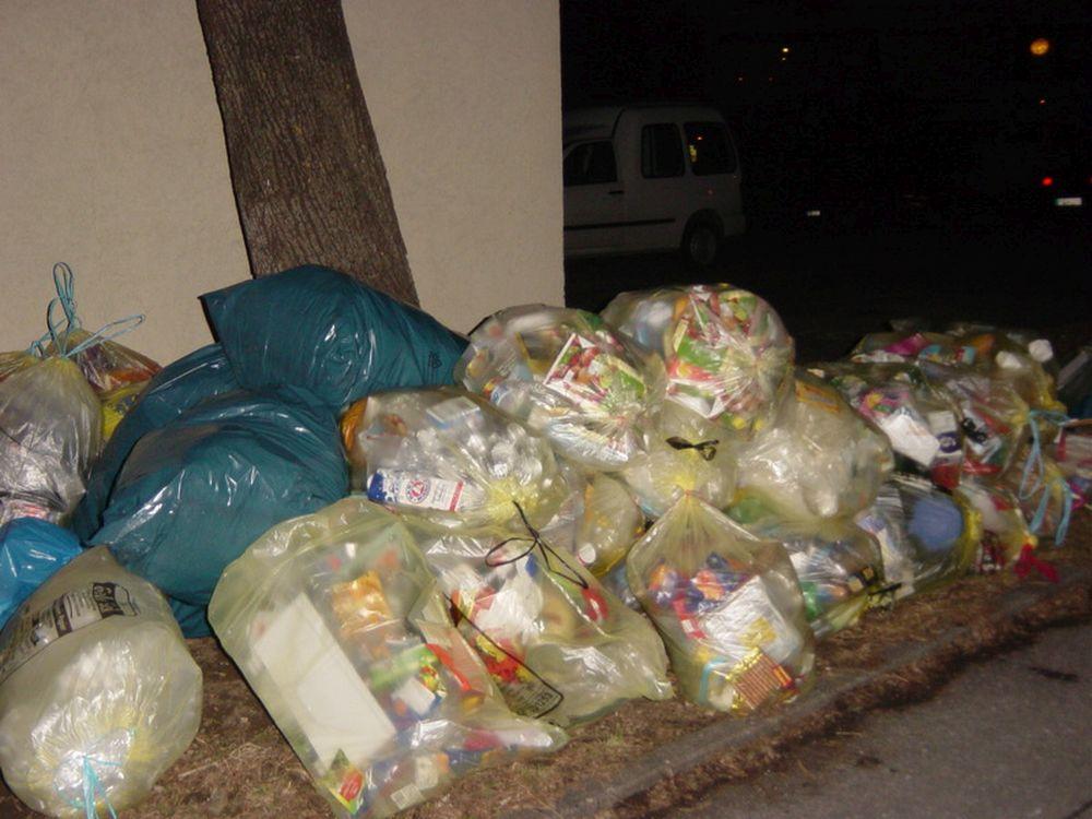 Satul de NESIMTITII din satul lui, un primar din Vaslui le trimite localnicilor gunoiul aruncat aiurea inapoi acasa!