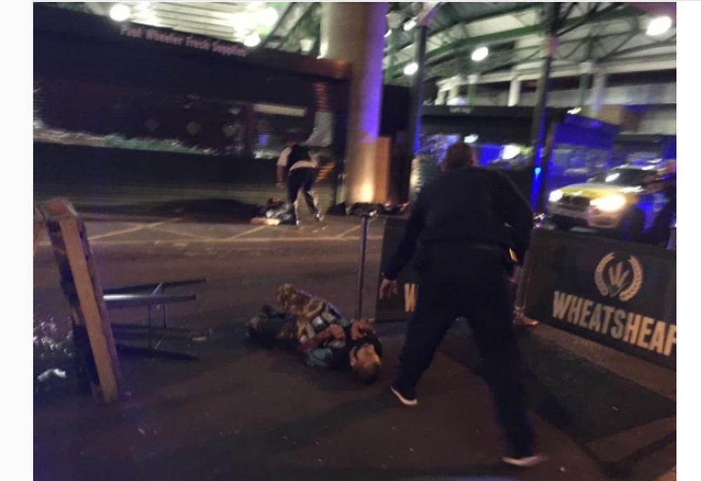 Au aparut primele imagini cu teroristii din Londra! S-au dat jos din masina si au inceput sa INJUNGHIE oameni pe strada!
