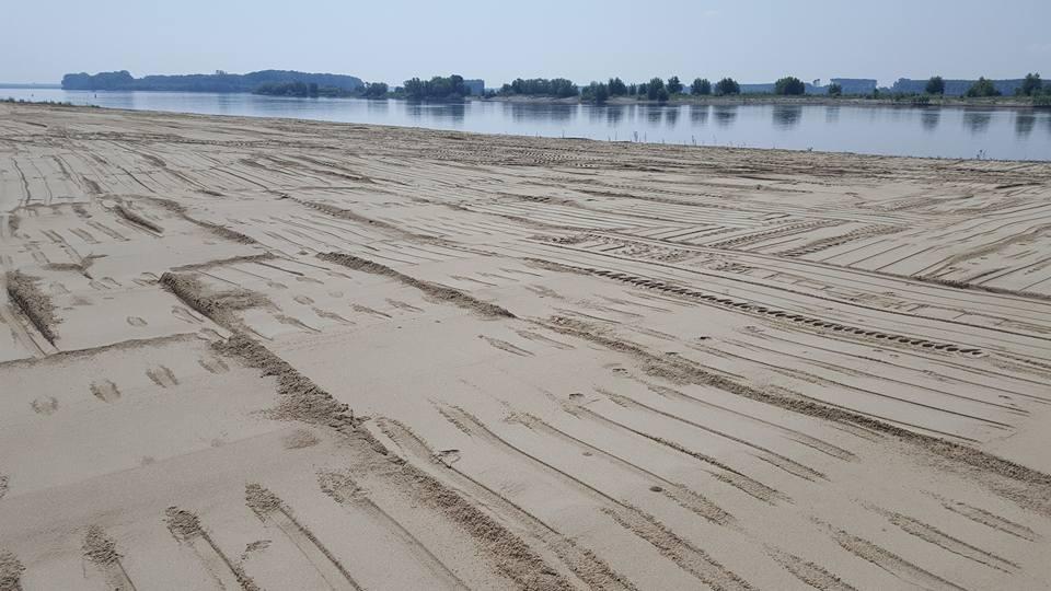 FOTO-VIDEO Cum creste turismul in Romania! S-a deschis plaja de pe malul Dunarii la fel de frumoasa ca cele de pe litoral!