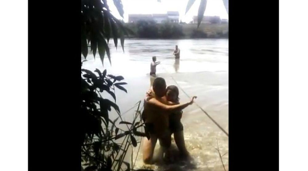 VIDEO – Un politist si-a riscat viata si a sarit in apele puternice ale Muresului pentru a salva o fetita!
