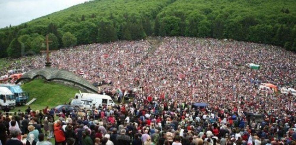 VIDEO – Peste 120.000 de credinciosi au intonat imnul Ungariei la Sumuleu Ciuc, in inima Transilvaniei!