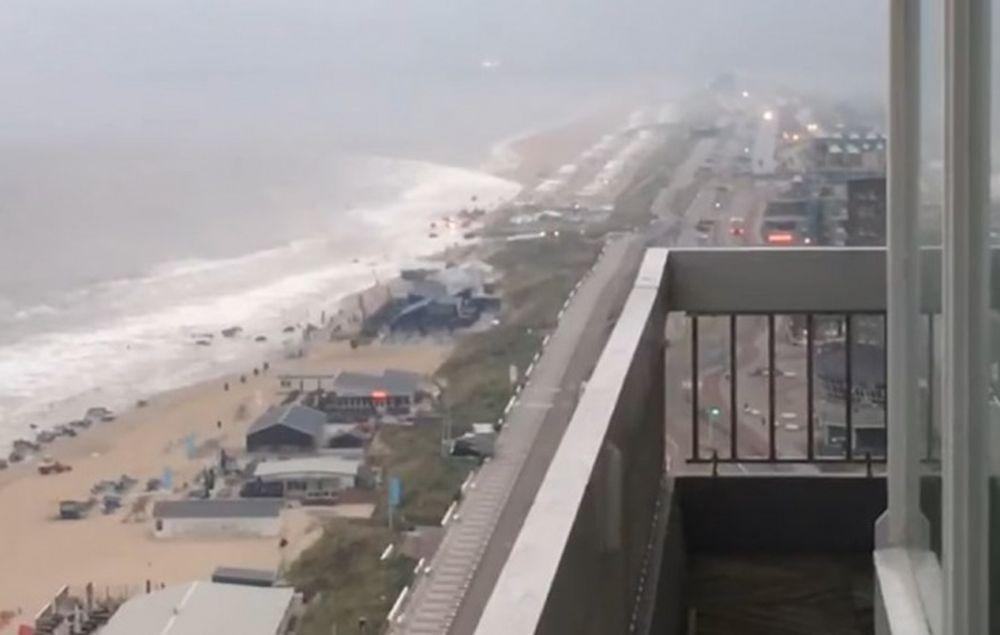 VIDEO – Tsunami in INIMA Europei! Valurile au maturat o plaja intreaga in doar cateva secunde!