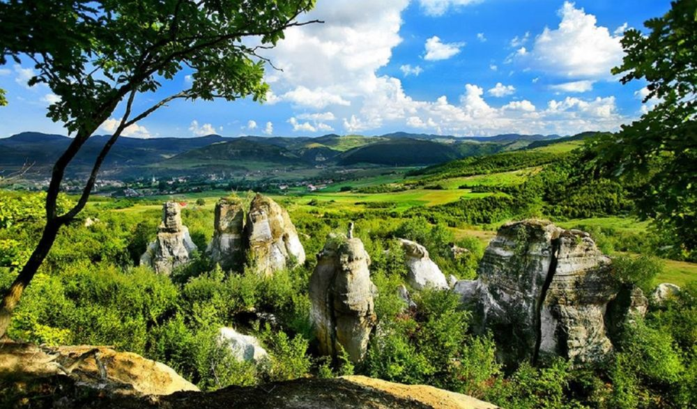 VIDEO – Ai auzit de Gradina Zmeilor? Ofera unul dintre cele mai frumoase peisaje din Romania!