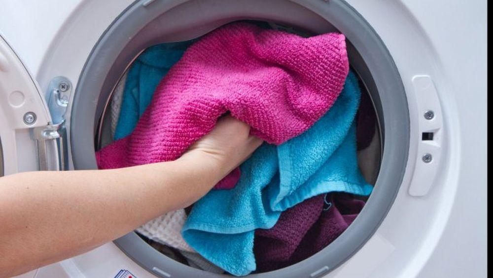 Trei lucruri gresite pe care le-ai putea face atunci cand speli rufe