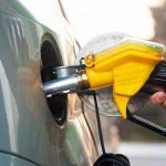Veste buna pentru toti soferii, in prag de Sarbatori: Pretul combustibililor a scazut sub 5 lei pe litru!